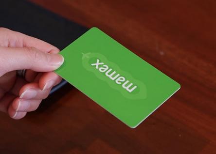 カードを提示する
